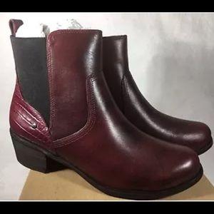 UGG Australia Keller Croco Chelsea Boots size 5